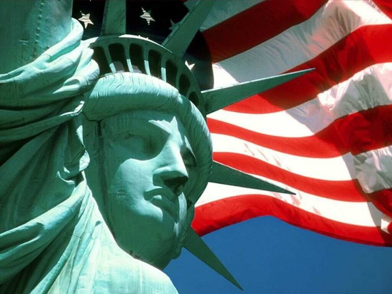 statue of liberty face flag